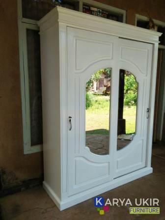 Jual Lemari minimalis jati modern atau disebut dengan lemari pakaian pintu sliding atau geser ini terbuat dari bahan material kayu jati kualitas tinggi
