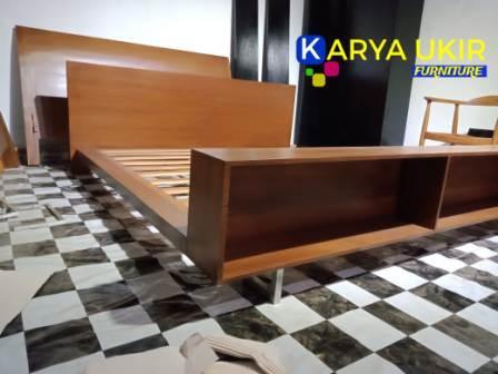 Jual Ranjang minimalis modern dengan bahan material kayu jati TPK Perhutani adalah sebuah tempat tidur atau dipan dengan desain terbaik