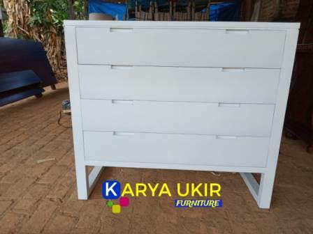 Nakas minimalis jati jenis furniture atau yang digunakan untuk meja di samping tempat tidur atau dipan dan sangat berguna untuk meletakkan benda di kamar
