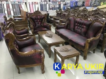 Kursi tamu Romawi ukir Jepara dengan bahan material kayu jati buatan karya ukir furniture Ini adalah sebuah jenis sofa ruang tamu