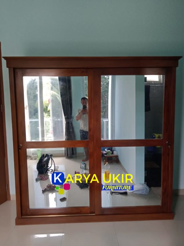 lemari kamar sempit minimalis atau yang biasa disebut dengan lemari penghemat ruangan modern bahan kayu jati