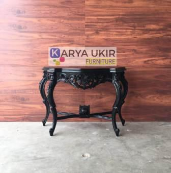 Meja pajangan ukiran modern atau yang biasa disebut dengan meja hias Jepara yang terbuat dari bahan material kayu jati pilihan