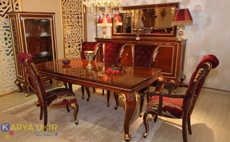 Meja makan Bandung dengan desain ukiran Jepara mewah atau yang biasa disebut dengan set ruang makan unik klasik bahan kayu jati